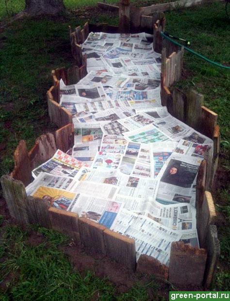 Застелите «дно» цветника газетами