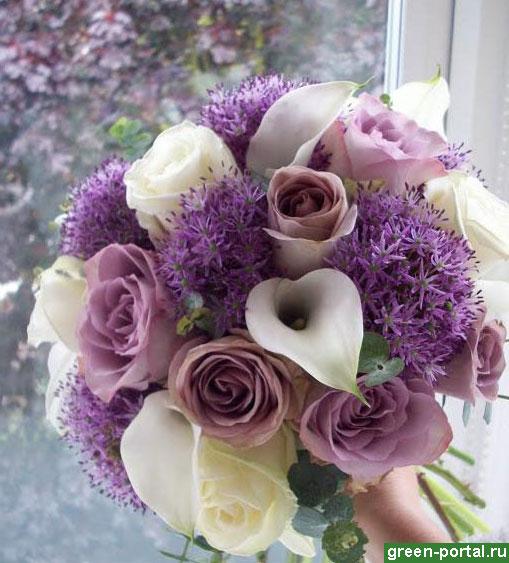 Розы и аллиумы в букете
