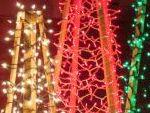 Новогодние уличные ёлки из гирлянд
